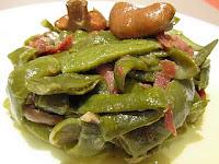 Judías verdes con refrito de ajos, jamón y rovellons