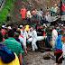 Colombia: Al menos 13 muertos por un alud que arrastró y sepultó un micro
