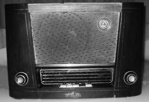 Sejarah masuknya radio ke Indonesia