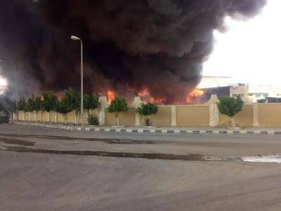 حريق هائل في مصانع أدوات دراسية يتسبب في خسائر فادحة (صور)