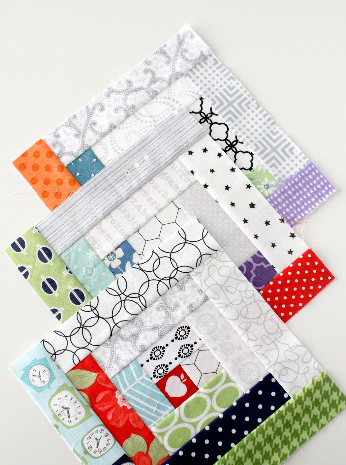 A Bright Corner Log Cabin Blocks A Fq Bundle Giveaway