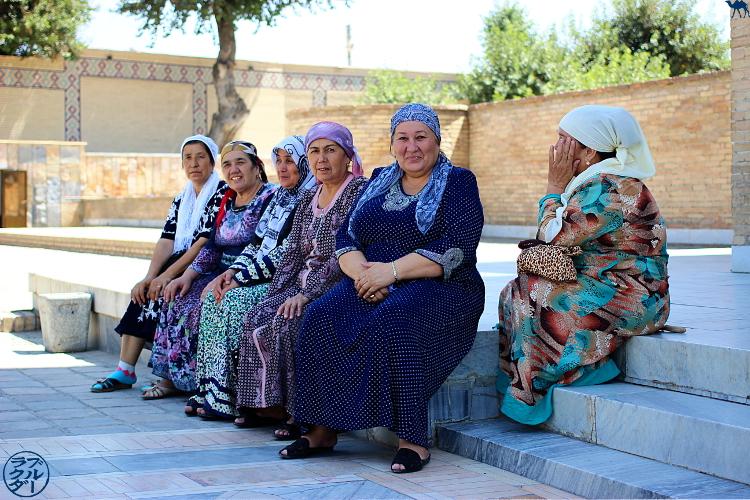 Le Chameau Bleu - Blog Voyage Ouzbékistan - Femmes ouzbeks en vacances