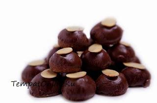 kue kering cokelat kacang almond
