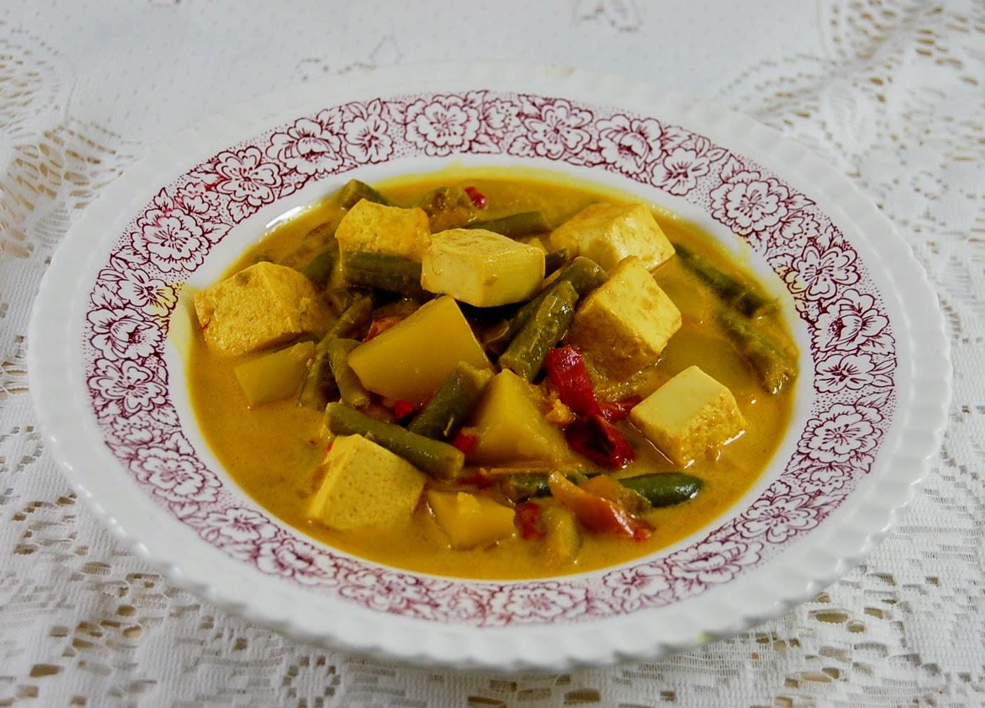 Vegan Kurkuma Eintopf mit Tofu, Bohnen, Kartoffeln