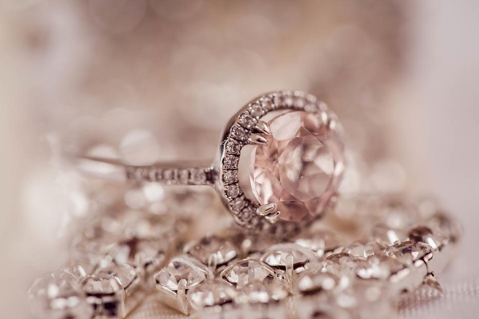 Solitaires, alliances : Créations originales et chics de bijoux en diamant