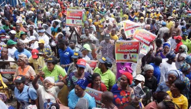 PDP Chieftain with 10,000 more supporters migrate to APC In Jigawa
