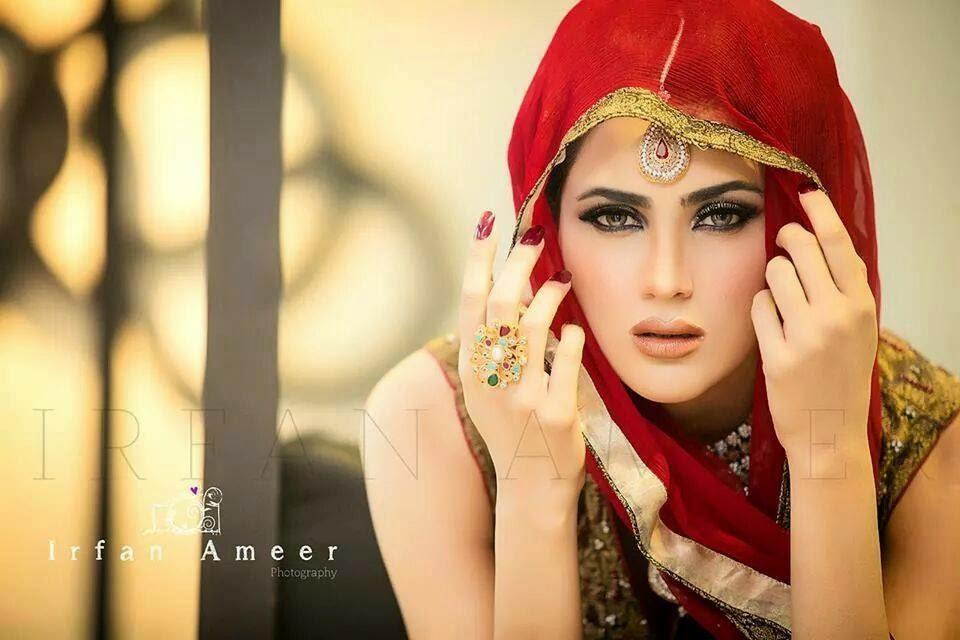 Fiza Ali A Pakistani Elegant Female Model She9