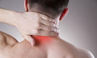 Αυχεναλγία: Τι προκαλεί τον πόνο στο σβέρκο και πώς αντιμετωπίζεται