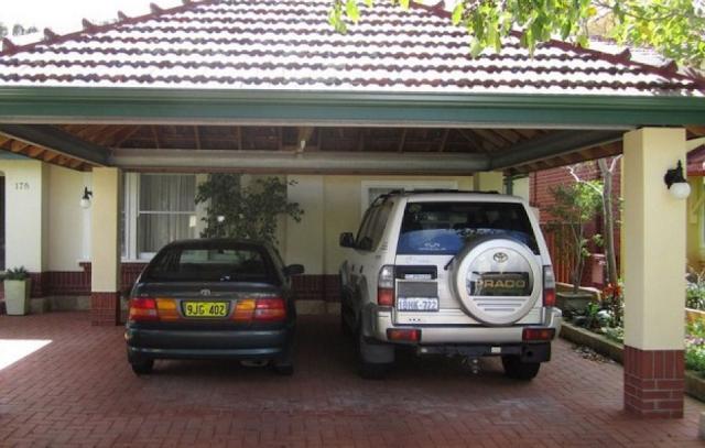 garasi dengan atap genting