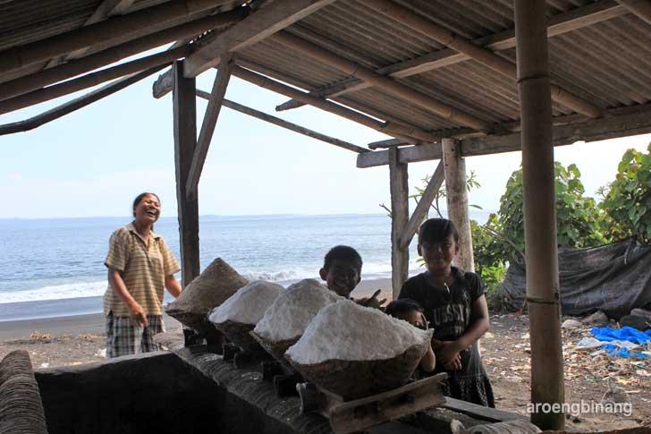 pembuatan garam tradisional yeh malet karangasem