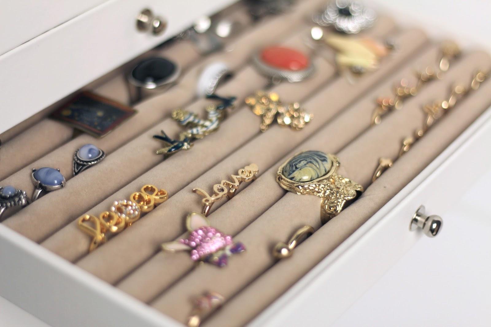 IDEE: Come sistemare i bijoux in modo impeccabile! Cassettiera porta gioie