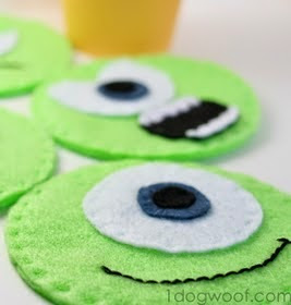 http://translate.googleusercontent.com/translate_c?depth=1&hl=es&prev=search&rurl=translate.google.es&sl=en&u=http://www.1dogwoof.com/2013/10/monsters-university-mike-wazowski-felt-coasters.html&usg=ALkJrhgpk6XtIumE0q6eu7xr1qV7-7NWYg