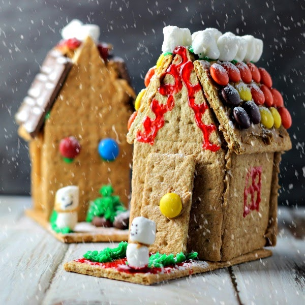 Easy to make, yummy to eat Peanut butter and graham cracker holiday houses. #PBandG #ad #cbias
