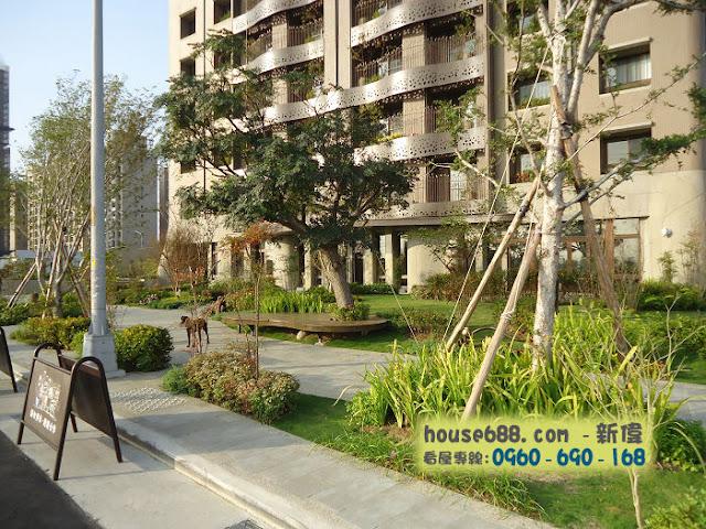 龍寶悅臻邸 社區前院