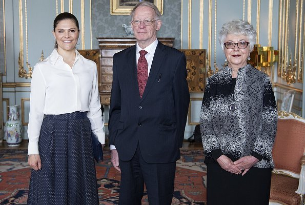 Princess Victoria wore H&M patterned floral skirt. Crown Princess Victoria presented Vega Medal. Professor Gillian Hart and Professor Arild Holt-Jensen