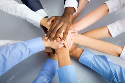 Đoàn kết cũng là một trong những yếu tố quan trọng trong quá trình marketing online của bạn đấy.