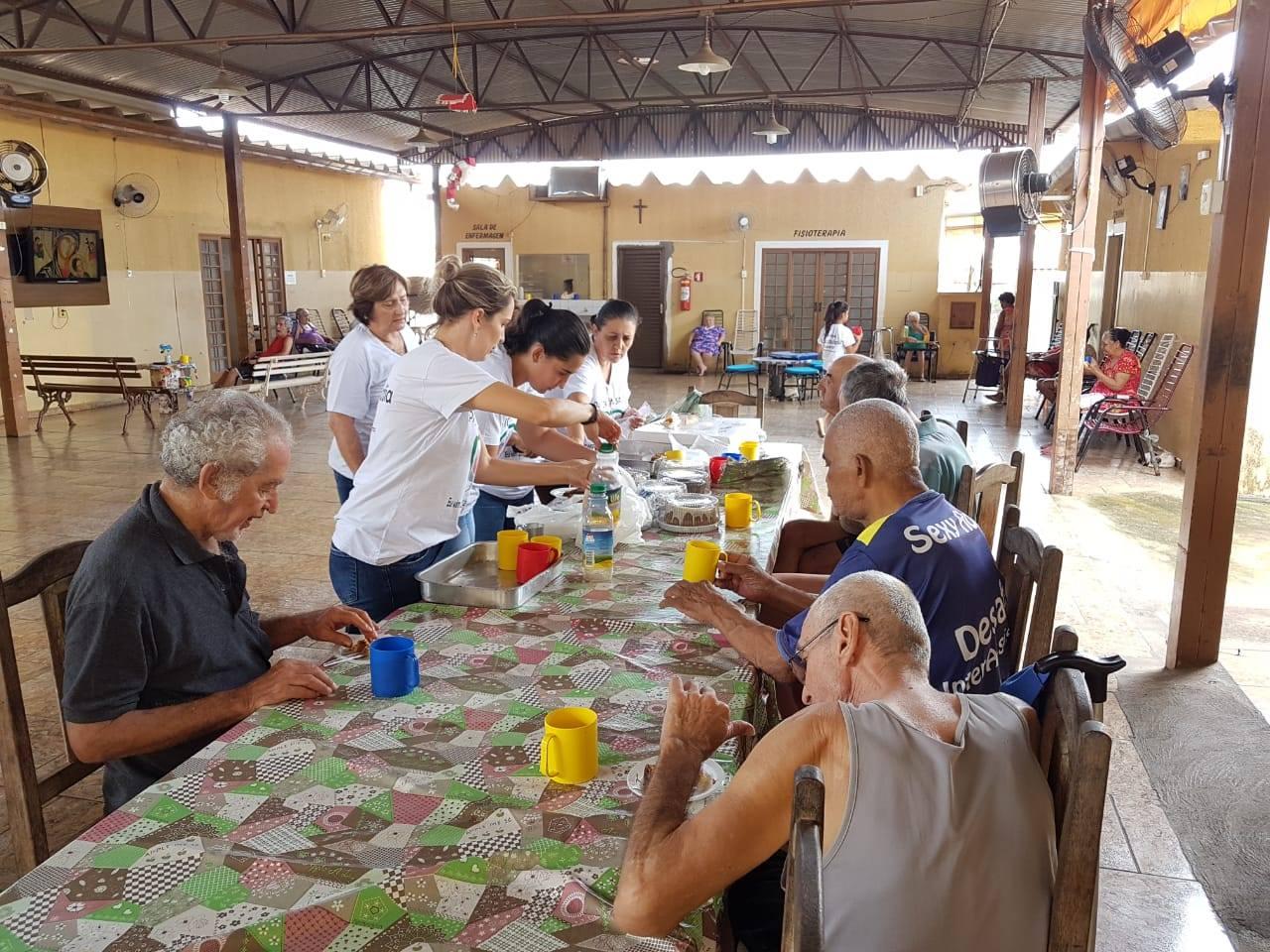Pastoral da Saúde de Cajobi visita Asilo de Severínia
