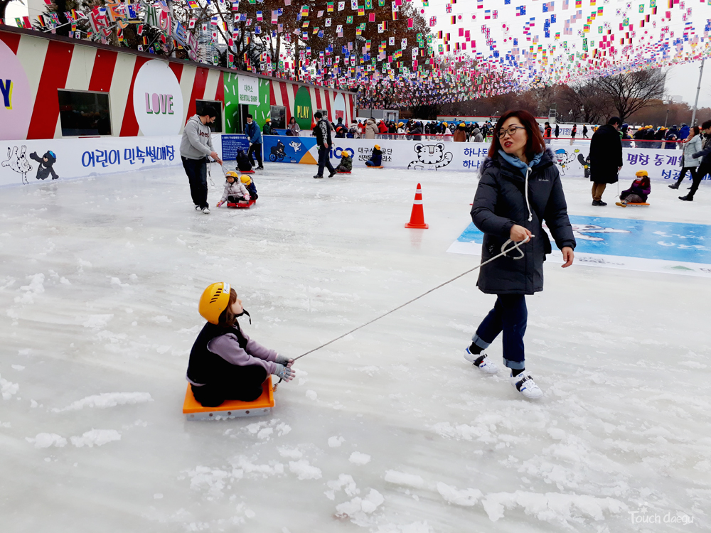 Touch daegu outdoor and indoor ice skating rinks in daegu 83 tower we are a safety conscious family and always carry a first aid kit with us but there is a first aid office near the sledding rink solutioingenieria Images