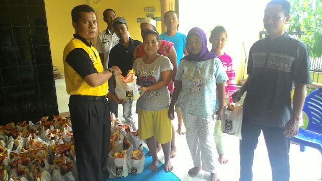 Bantu Kebutuhan Pokok Masyarakat, PKS Medan Johor Jual Paket Sembako Murah
