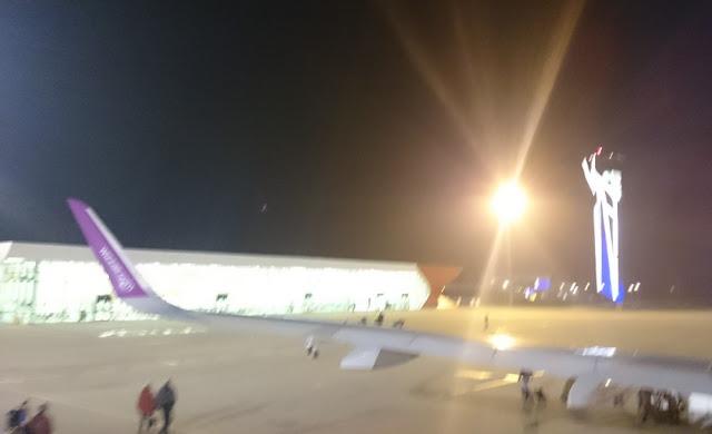 Flughafen Kutaissi - im Dunkeln nach der Landung