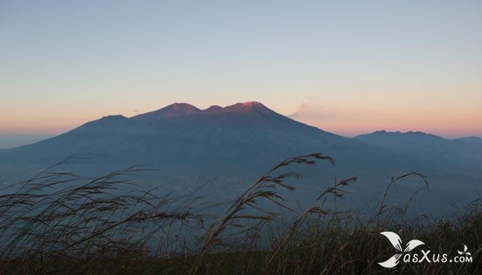 15 Gunung Tertinggi di Jawa - Jawa Barat, Jawa Tengah, dan Jawa Timur