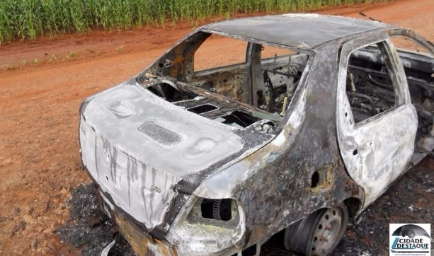 Mamborê: Veículo sofre pane elétrica e é consumido pelo fogo!