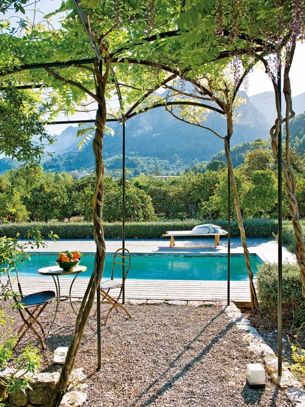 piscina rustica en el campo