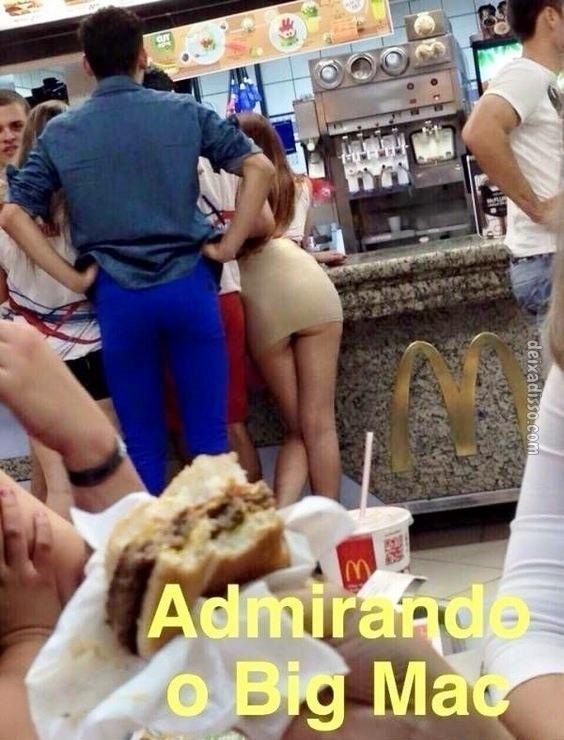 Admirando um Big Mac