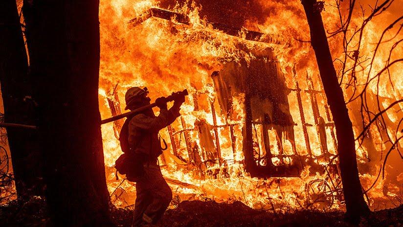 Ο «εφιάλτης» των πυρκαγιών στην Καλιφόρνια: Τι συμβαίνει και ποιος φταίει; (vid)