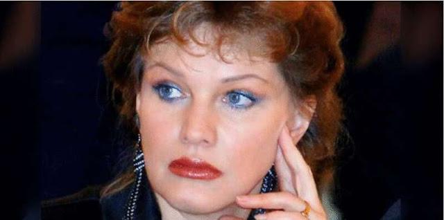 Ноги 65-летней Елены Прокловой в мини платье породили бурю недовольства в Интернете