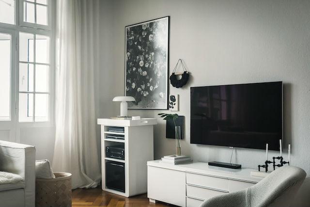 Salón con tv plana