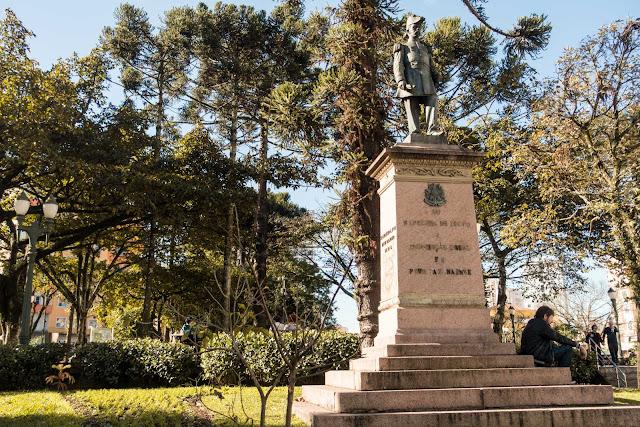 A estátua do Marechal Floriano na Praça Tiradentes