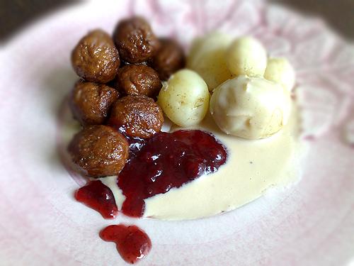 köttbullar potatis och brunsås recept