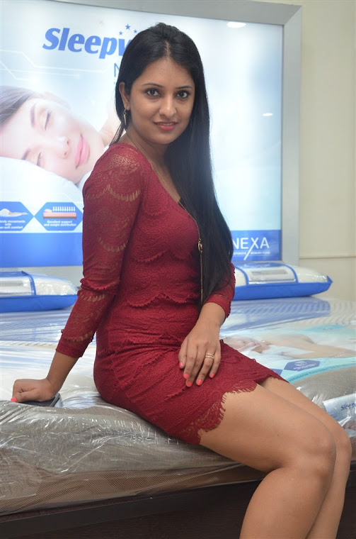 Nikita Bisht Photos At Sleepwell Mattresses Outlet Launch In Miyapur -7695