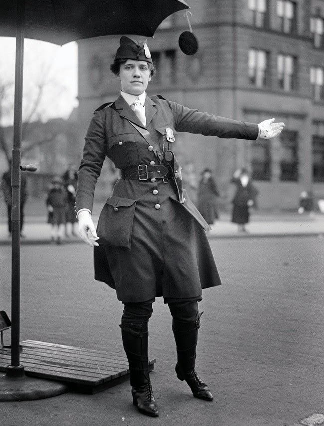 52 photos of women who changed history forever - Leola N. King, America's first female traffic cop, Washington D.C. [1918]