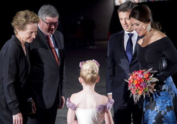 Crown Princess Mary wore a Jayson Brunsdon skirt. The Crown Princess wore that skirt first at the gala dinner of the American Chamber of Commerce