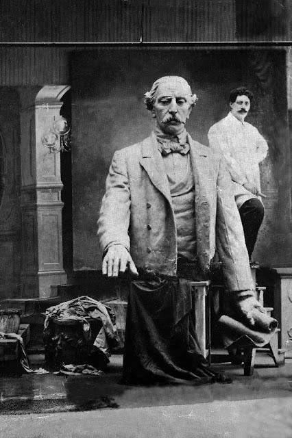 Autorretrato con busto de Duarte, Abelardo Urdaneta