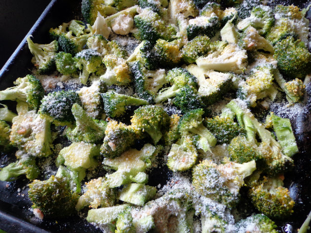 Oven roasted broccoli with Parmesan by Laka kuharica: sprinkle with Parmesan cheese and roast