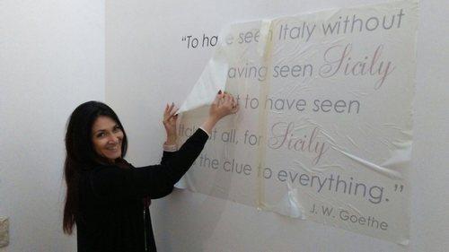 decorare i muri con gli adesivi