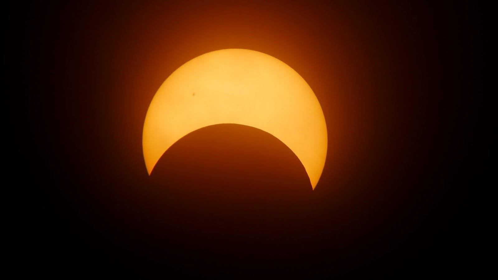 Eclipse Solar Em Câncer: Abordando Nossas Sombras