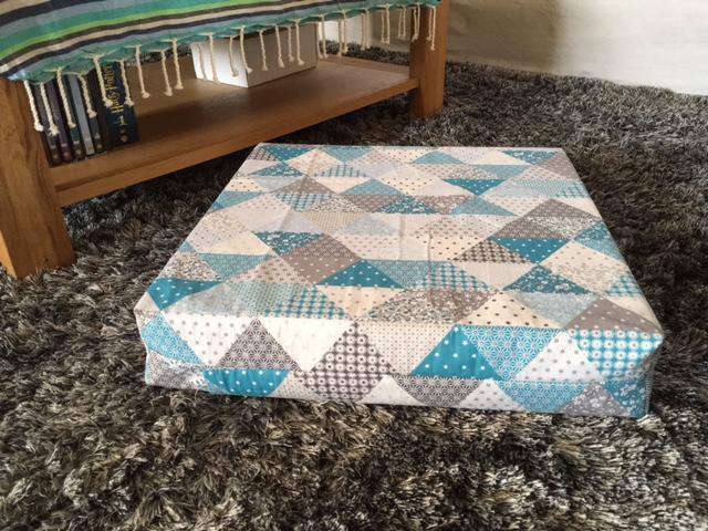 cmoikikou housse pour coussin de sol carr tuto en photos. Black Bedroom Furniture Sets. Home Design Ideas