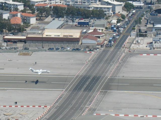 Pesawat Landing di Bandara Gibraltar