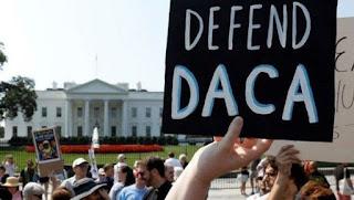 Jóvenes inmigrantes en EE.UU. celebran reactivación del DACA