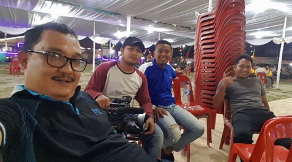 Kabag Humas Pemkab Asahan Arbin Tanjung saat persiapan lokasi pembukaan MTQ ke 49 di Kecamatan Meranti.