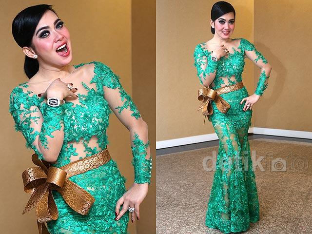 Fashion 30 Model Kebaya Modern Artis Untuk Pesta Wedding