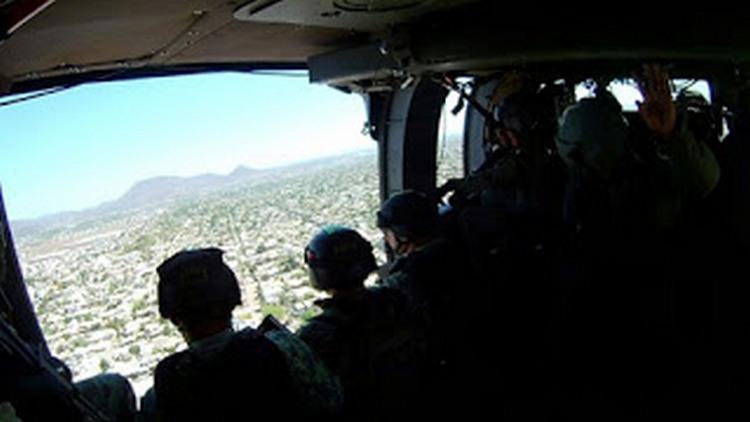 """Militares """"cazan"""" desde el aire a Sicarios que salieron huyendo del """"Topon"""" en Culiacán Sinaloa"""