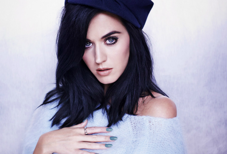 """Não acabou não, gente! Depois de Britney Spears, Katy Perry também divulga novo single! Vem ouvir """"Rise""""!"""