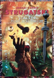 Portada del libro Stalker. Pícnic extraterrestre, de Arcadi Strugatski y Boris Strugatski