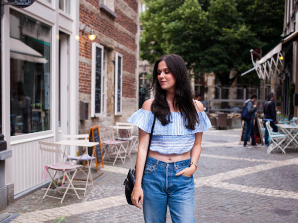 Outfit: Levi's momjeans and off shoulder crop top