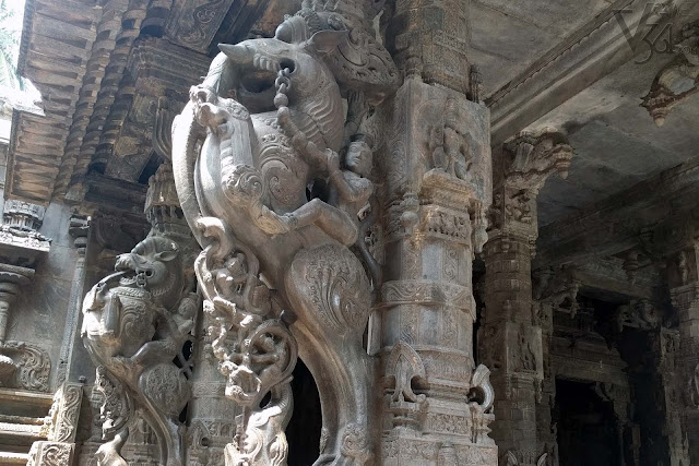 Amazing carvings on the outer pillars of the mantapa